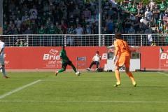 1. Spieltag 2021/2022: Preußen Münster - Alemannia Aachen 2:1. Henok Teklab am Ball.
