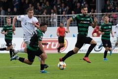 10. Spieltag: Preußen Münster - FC Bayern München II. Seref Özcan verfolgt von Nicolas Feldhahn, rechts Rufat Dadashov.