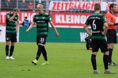 10. Spieltag: Preußen Münster - FC Bayern München II. Julian Schauerte, Niklas Heidemann und Nico Brandenburger nach Abpfiff.