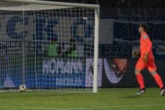 19. Spieltag: Preußen Münster - 1. FC Magdeburg 2:0. Drin ist er, Torwart Morten Behrens läuft hinterher.