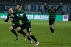 19. Spieltag: Preußen Münster - 1. FC Magdeburg 2:0. Heinz Mörschel bejubelt mit Nico Brandenburger das 2:0.