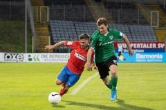 5. Spieltag: Wuppertaler SV - Preußen Münster. Jules Schwadorf im Zweikampf.