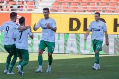 9. Spieltag: Hallescher FC gegen Preußen Münster. Heinz Mörschel jubelt über sein 1:0. Rechts Luca Schnellbacher.