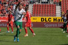 9. Spieltag: Hallescher FC gegen Preußen Münster. Joel Grodowski stürmt in Richtung Assistent, weil der Schiedsrichter das Tor zunächst nicht geben wollte.