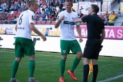 9. Spieltag: Hallescher FC gegen Preußen Münster. Ole Kittner (Mitte) und Nico Brandenburger fassen es nicht.