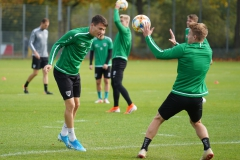 Preußen-Training am 14. Oktober 2019. Maurice Litka mit Kurz-Kopfball auf Fridolin Wagner...