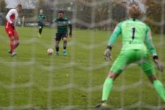 Testspiel Jong FC Utrecht - Preußen Münster (1:4). Seref Özcan vor dem Abschluss.