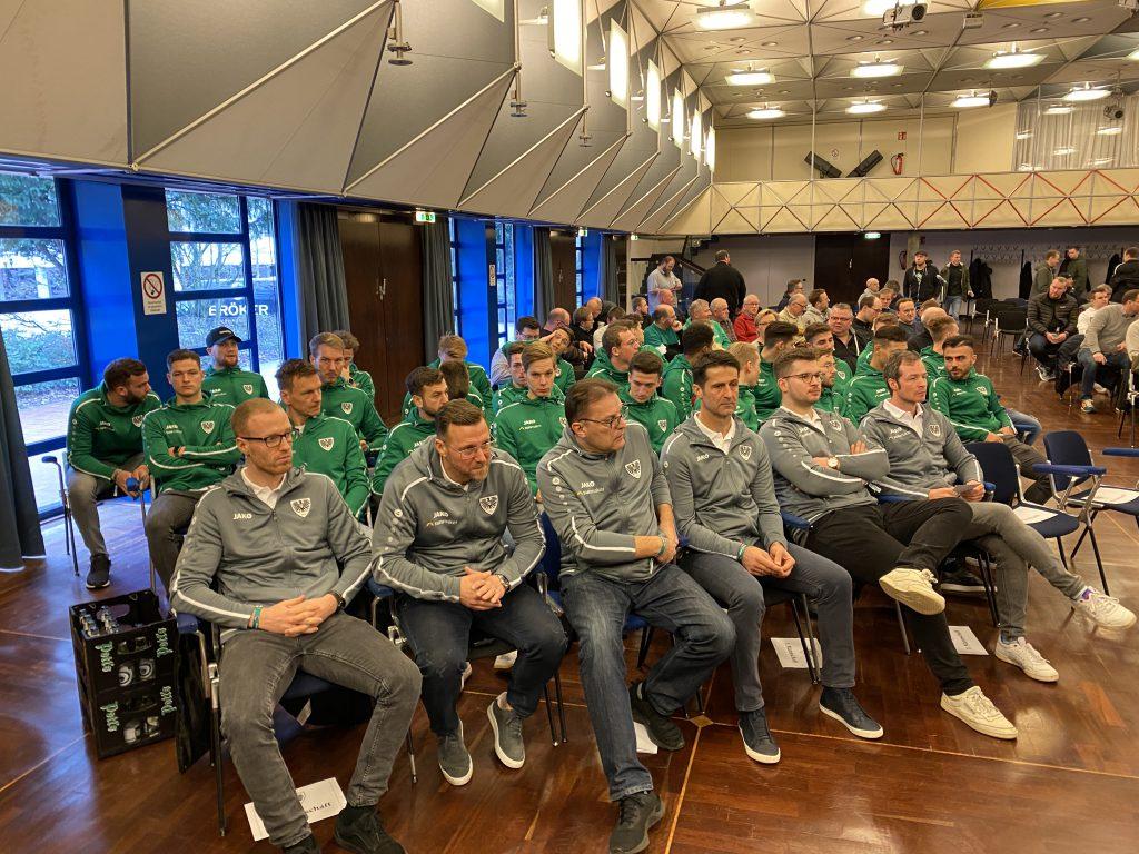 Die Mannschaft des SC Preußen Münster auf der JHV am 12. Januar 2020.